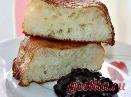 Пышные оладушки   Ингредиенты:  500 гр. муки  20 гр. свежих дрожжей или 2 ч. л. сухих дрожжей  2 стакана теплого молока (я беру 450 мл примерно)  2 средних яйца  1 пачка ванильного сахара  2 ст. л. сахара  1/2 ч. л. соли  2 ст. л. растительного масло в тесто  масло для жарки    Приготовление:  В теплом молоке разводим дрожжи, добавляем сахар, 1 стакан муки и оставляем на пол часа.  Тесто поднимется шапкой за это время.  Яйца взбить ненмого венчиком. Добавить в опару яйца, ...