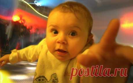 Почему важно часто брать ребенка на руки - Дети Mail.Ru