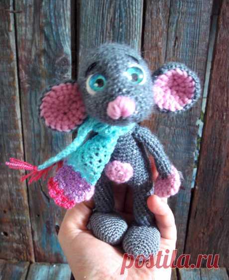 """Милая, добрая, замечательная мышка, символ нового года в технике амигуруми. Прияжа """" Мотанка , """" Nako  angora luks simli """" ЗАмечательный подарок для ваших детей, и для вас !  Хорошие вещи для добрых людей от JU-LIo toys &.....По вопросам усыновления пишите в директ."""