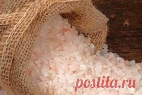 Расскажу, как солевую лампу создать и как с помощью соли здоровье укреплять Хочу уделить внимание целебным свойствам всем знакомой соли. И хоть твердят, что соль — белая смерть, без нее, увы, не обойтись. Недаром и пот, и моча, и слезы, выделяемые человеком, соленые, да и в нашей крови находится 0,9% соли...