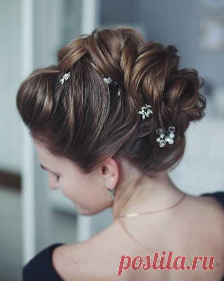8 лучших вариантов прически на свадьбу сезон 2020 Свадьба – это, вероятно, самое волнительное и желанное событие в жизни любой девушки. В этот день каждая невеста мечтает, чтобы восторженные взгляды гостей были прикованы только к ней. Поэтому к подбору свадебной причёски нужно отнестись ответственно, ведь это одно из самых важных составляющих всего свадебного образа.