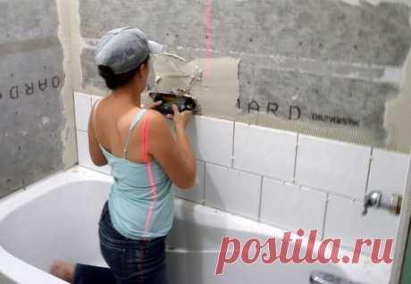 Как положить плитку в ванной своими руками   Один из важных моментов при ремонте в ванной комнате – укладывание кафеля. Плитка в ванной комнате – это гигиенично, практично и красиво. Чтобы положить плитку в ванной, не обязательно вызывать мастера по ремонту. О том, как положить плитку в ванной своими руками, мы расскажем в этой статье.   Что нужно, чтобы положить кафель в ванной  Показать полностью…
