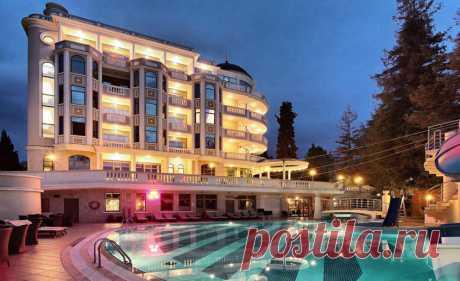 Рейтинг Квартблога: лучшие отели Сочи Квартблог составил свой рейтинг лучших отелей в Сочи: для отдыха с детьми, у моря и всё включено.