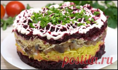 """Слоеный салат """"Король"""" на Новый год - вкуснейшая замена обычной селедки под шубой."""