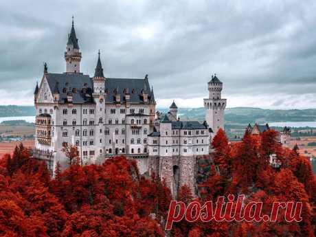 История сказочного замка Нойшванштайн Мы привыкли считать, что короли возводили сказочные замки для своих возлюбленных  фавориток или, на худой конец, жен. Однако замок Нойшванштайн  пожалуй, самый знаменитый замок в Германии, красующийся на заставке мультфильмов студии Disney, - последний баварский король Людвиг…