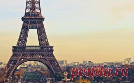 Париж — это предмет зависти для тех, кто никогда его не видел; счастье или несчастье (смотря как повезёт) для тех, кто в нём живёт, но всегда — огорчение для тех, кто принуждён покинуть его.