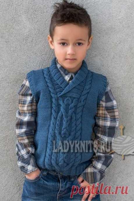 Вязание жилета (безрукавки) с косами для мальчика от 2 до 12 лет, описание