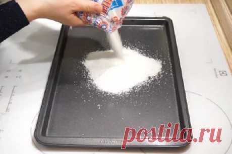 У моей бабушки всегда в духовке стоял противень с солью. Рассказываю зачем — ДОМАШНИЕ