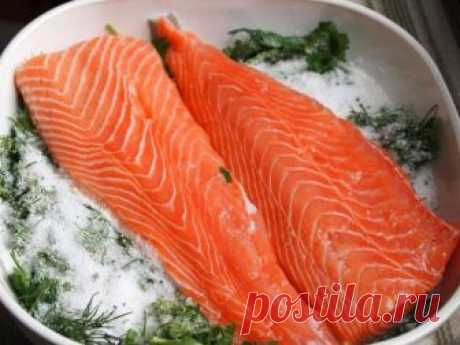 Ресторанный засол рыбы лососевых пород Предлагаю интересный рецепт ресторанного засола рыбы лососевых пород. Все очень просто, легко и не принужденно. Главное отличие этого рецепта от других в том что готовая рыба не ломается и не расслаивается...