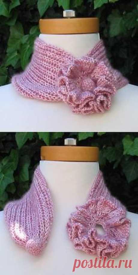 Романтичный шарфик с цветком нежно розового цвета
