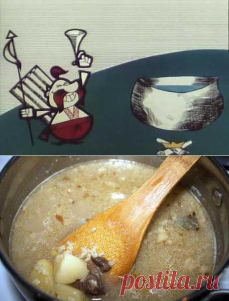 Primeramente kulesh se refería a la cocina nacional ucraniana, se puede verlo en la película de dibujos animados kieviana, popular en la época soviética, sobre los cosacos «Como los cosacos kulesh cocían». Esto algo medio entre la sopa nutritiva y la papilla. Se podía preparar el plato como en casa, y en las condiciones de marchaas, por eso se hacía tales popular en los años militares.