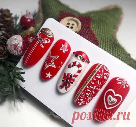 Как вам идея новогоднего маникюра?) По-моему очень красиво) . . #маникюр #новыйгод #новогоднийманикюр #красиво