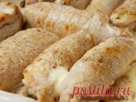 Рулетики мясные к праздничному столу  Ингредиенты: Свиное филе - 700 г. Грибы - 500 г. Показать полностью…