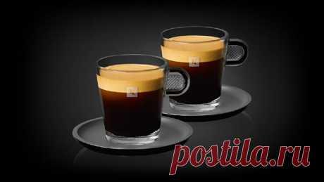 Кофейные рецепты Лунго (Lungo) Лунго – это чёрный кофе, приготовленный с помощью кофемашины или рожковой кофеварки. Согласно рецепту, используется столько же кофе, как и для эспрессо, но, в зависимости от способа приготовления, порция лунго больше стандартной порции эспрессо в 2–4 раза.  История Кофе лунго – изобретение XX века, появившееся на свет благодаря экспериментам с кофемашиной. Само слово lungo в переводе с итальянского означает «длинный», что как нельзя лучше опи...