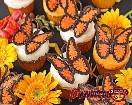 Шоколадные бабочки с яркими крылышками — идеальное украшение для вкусного десерта