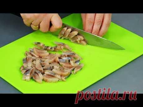ЧТО-ТО НОВЕНЬКОЕ на новогодний стол! ТРИ необычных салата из обычной СЕЛЁДКИ