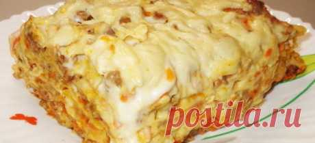 Ленивая лазанья — любимый рецепт Ингредиенты:    тонкий лаваш — 1 лист  мясной фарш — 300 гр  помидор  лук — 1 головка  молоко —½ стакана  мука — 1 ст. ложка  соль  сыр твердый       Приготовление:   Фарш слегка обжариваем минуты 3-4, добавляем мелко порезанный лук и помидор, солим, добавляем рубленную св