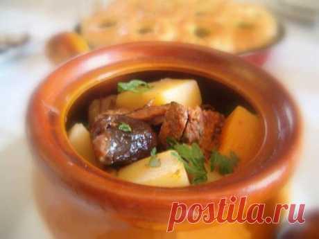 Говядина с черносливом тушенные в горшочке - рецепт с фото / Простые рецепты