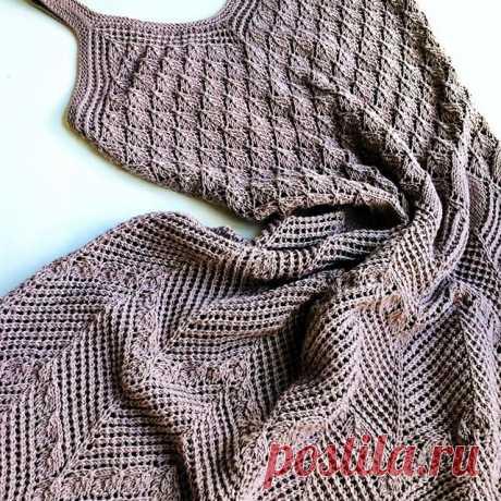 Платье вязаное спицами. Выполнено из хлопка (Италия) .