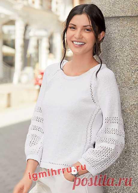 Белый пуловер с сетчатой отделкой на рукавах