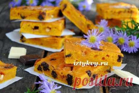 Выпечка с тыквой - пирожные с кусочками белого и темного шоколада