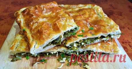 Быстрый пирог из слоеного теста с зеленым луком: готовлю за 15 минут Самое время печь!