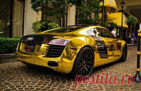 Audi R8 in Gold chrome