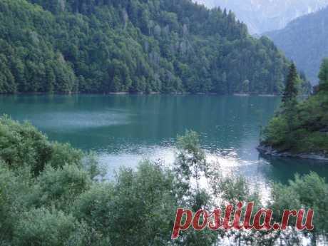 Высокогорное озеро Рицца