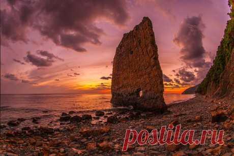 La roca la Vela, el territorio de Krasnodar. El autor de la foto — Arcady Babich: los Buenos sueños.
