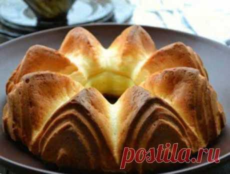 El pastel en la base plavlennyh de los requesones dulces: ¡simplemente y es sabroso!