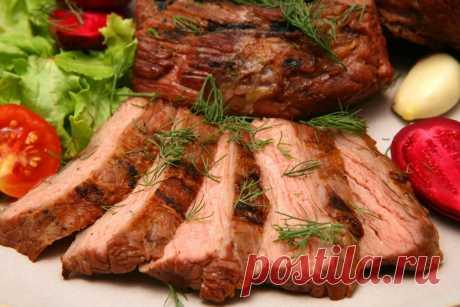 Секреты приготовления самого вкусного мяса 1. Мясо станет нежнее, если за час до готовки его смочить водкой. 2. Можно мясо перемешать с соевым соусом, оставить на ночь, а завтра жарить, оно получится очень сочным. 3. Говядина, баранина получится мягкой и сочной, если ее перед запеканием посолить, поперчить, еще можно нашпиговать...