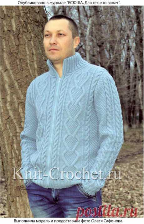 Рельефные узоры на спортивном пуловере