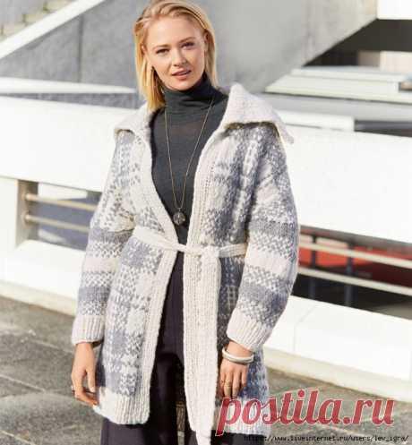 пальто в клетку вязаное