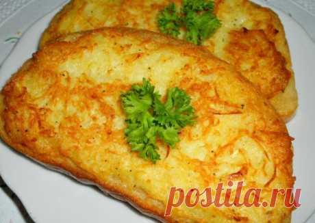 Потрясающе вкусные горячие бутерброды с картошкой    Вы обязаны попробовать. По вкусу, как картофельные блины!           Ингредиенты: Картофель — 2-3 шт.Батон — 1 шт. (лучше вчерашний)Лук — 1 шт. (не обязательно)Яйцо — 1-2 шт.Масло растительное — дл…