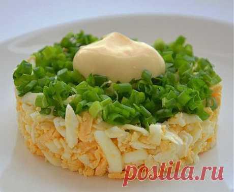 Простой салат с луком и яйцом «Чиполлино»   8 Ложек
