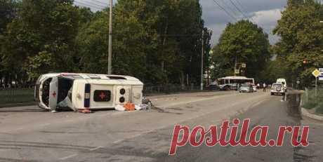 В Керчи четыре человека пострадали в ДТП с участием скорой. В ДТП в Керчи с участием автомобиля скорой помощи пострадали четыре человека.