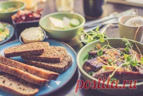Врачи назвали 7 самых важных продуктов для женщин после 45 лет Врачи рассказали, какие продукты следует включить женщинам в возрасте 45 и более лет в свой рацион, чтобы остановить процессы старения и помочь организму.