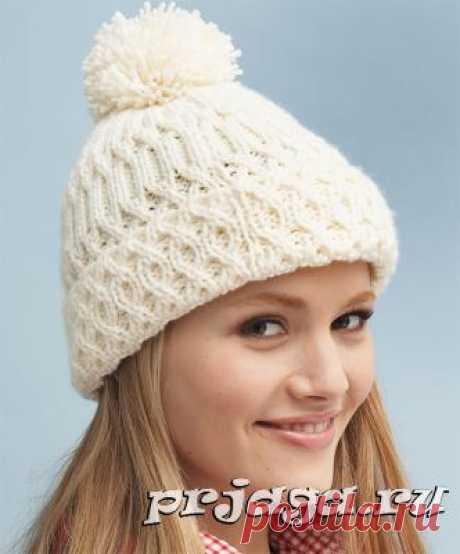 Теплая шапка спицами с узорами