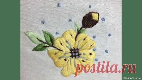 Вышиваем нежный цветок. Видео МК | Другие виды вышивки Доброе утро, девочки! Сегодня вышиваем нежный цветок на льняной сервировочной салфетке.Вышивка выполняется легко, цветовые варианты можно подобрать по своему желанию.В работе использовала мулине 5 цветов, и основные гладьевые швы:Satin stitch (простая гладь) - 0:33 Stem...