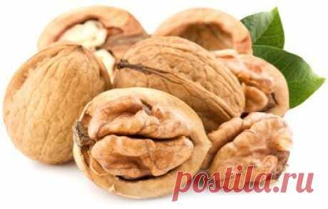 Грецкий орех и лечение сахарного диабета  Грецкий орех применяется для лечения сахарного диабета. Грецкий орех является общеукрепляющим средством, снижает уровень холестерина и сахара в крови.  При сахарном диабете применяют водный экстракт из перегородок плодов грецкого ореха. Перегородки из 40-50 грецких орехов заливают стаканом кипятка и томят на водяной бане в течение часа. Принимают по чайной ложке 3 раза в день до еды.  Хорошим сахароснижающим эффектом обладает насто...