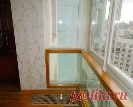 Ограждения из стекла в деревянном обрамлении