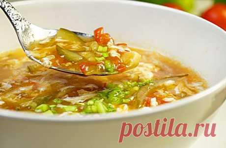 Суп из огурцов и помидоров на приготовленном впрок бульоне