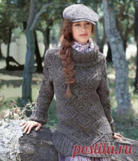 Длинный пуловер спицами описание и схема по ссылке:         https://povjazem.ru/vyazanie-dlya-zhenshchin/sviter-pulover/dlinnyj-pulover-spicami