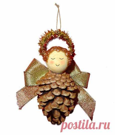 """НОВОГОДНИЕ ИГРУШКИ СВОИМИ РУКАМИ. Из сосновой шишки и деревянной бусины можно сделать очень милую елочную игрушку """"Ангелочка"""" своими руками.   #новогодниеигрушкисвоимируками#новогодниеукрашения"""