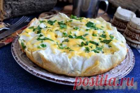 Пирог из лаваша с сыром на сковороде - 16 пошаговых фото в рецепте Наверное, каждая хозяйка знает множество рецептов блюд из лаваша. Сегодня я хочу познакомить вас с рецептом шикарного пирога из лаваша, который готовится с сыром на сковороде. Пирог получается необычайно вкусным, немного хрустящим по бокам и снизу, невероятно нежным и очень сырным внутри. ...