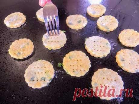 Дешево и вкусно! Китайские ленивые пирожки с зеленым луком / Рецепты Другой Кухни