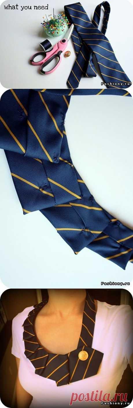 Трансформируем галстук в ожерелье.
