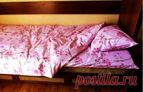 Шьём постельное бельё своими руками! Инструкция с картинками Чтобы правильно подобрать размеры простынки для вашей кровати или дивана, нужно:К длине кровати прибавить пятнадцать сантиметров (по пять...