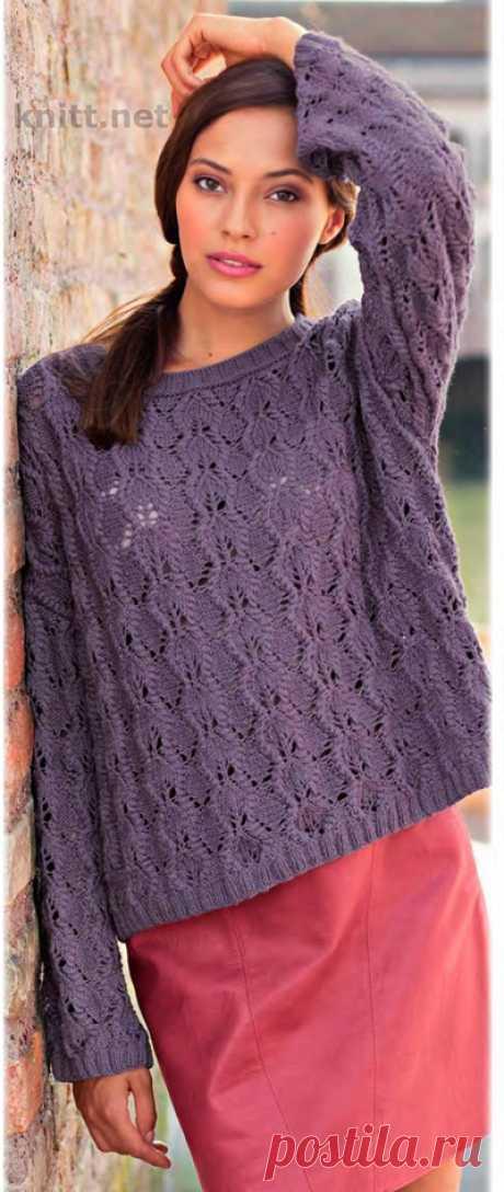 Вязаный просторный пуловер с ажурным узором Вязаный просторный пуловер с ажурным узором. Этот пуловер привлекает внимание прямоугольным покроем, который благодаря мягкой пряже из хлопка и кашемира