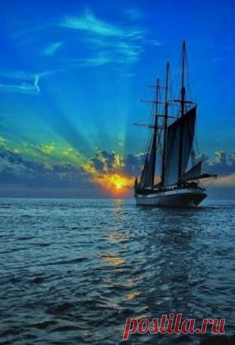 На самом деле желания можно загадывать каждый день.  Каждый день на небе падает звезда.... Меееедленно. Люди называют это закатом !!!
